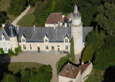 survol de la cours d'un château